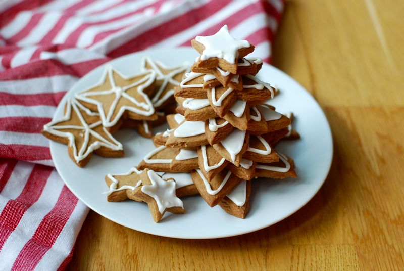 pepparkakor - cinnamon cookies with icing